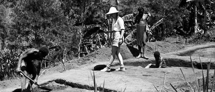 Sue Bulmer running an excavation in 1959, with young New Guinea highlanders as field assistants. Photograph by Ralph Bulmer. Original in Auckland University Department of Anthropology online photography archive.